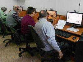 """Stowarzyszenie """"Inicjatywa"""" zaprasza na warsztaty komputerowe osoby 50+"""