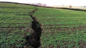 Ziemia się osuwa, pękają drogi! Która kopalnia odpowiada za takie szkody?