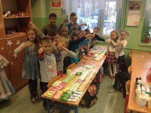 Uczniowie ze Świerklan pomagają mieszkańcom gminy