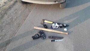 Ustawka przy autostradzie A1. Wylegitymowano 60 kiboli z nożami i siekierami