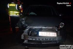 Kierowca toyoty rozbił się na latarni